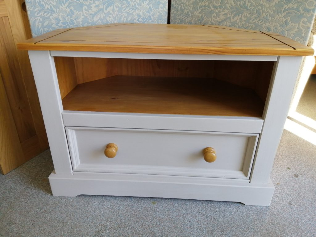 painted tv unit with pine coloured top shelf and matching drawer knobs